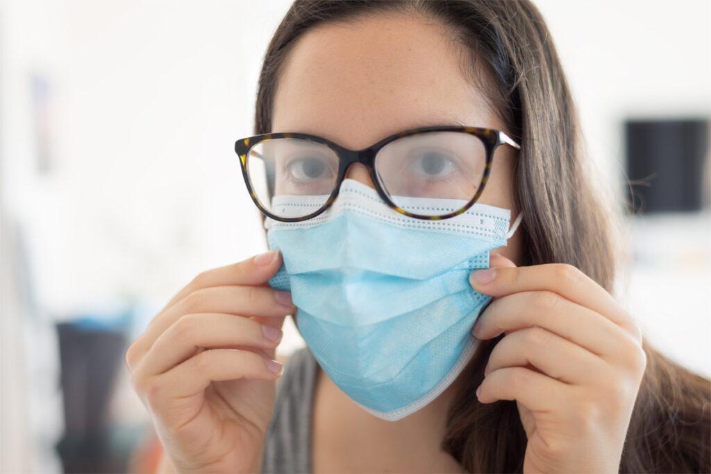 Kako nositi zaštitnu masku i naočale bez efekta magljenja?